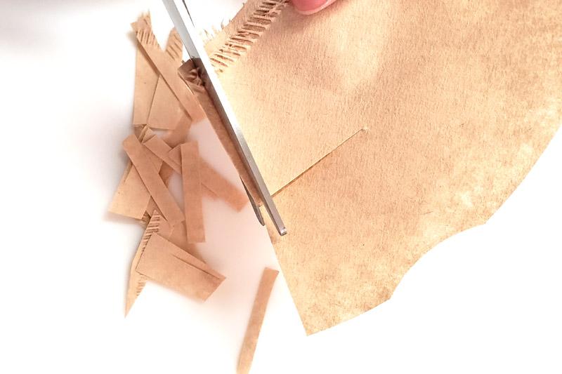 コーヒーフィルターをハムスターの床材にカットする方法